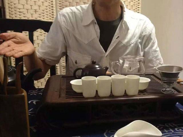 中国茶でもてなす水谷さん