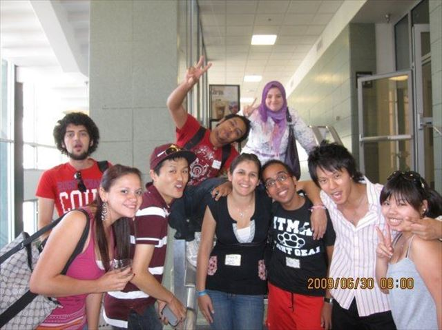 アメリカ留学時代、土屋さんと学友たちと。