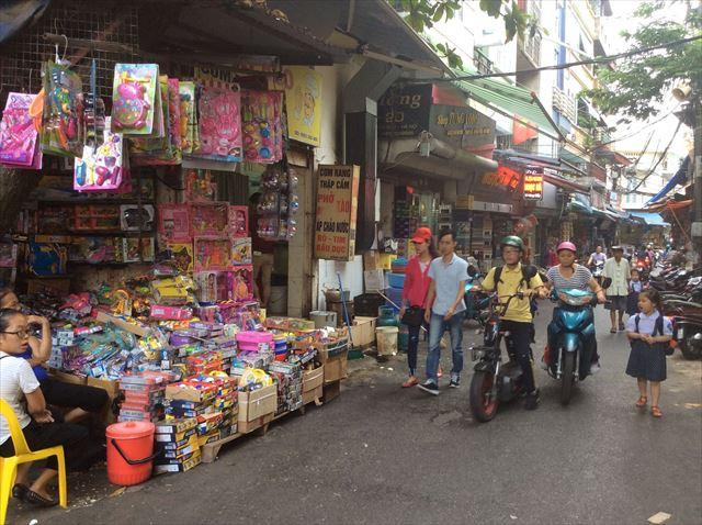 ベトナムのハノイ時代、小路の様子。