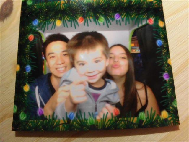奥川さんと奥さんとお子さんの家族写真