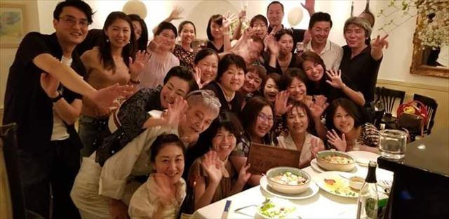 奥本さんがベトナムへ渡る前に開かれた壮行会