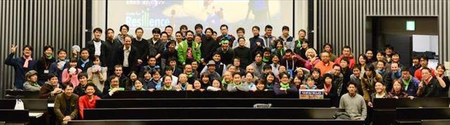 イベントにて100人ほどの参加者との集合写真